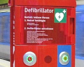 Automatische Defibrillatoren in der Münchener U-Bahn